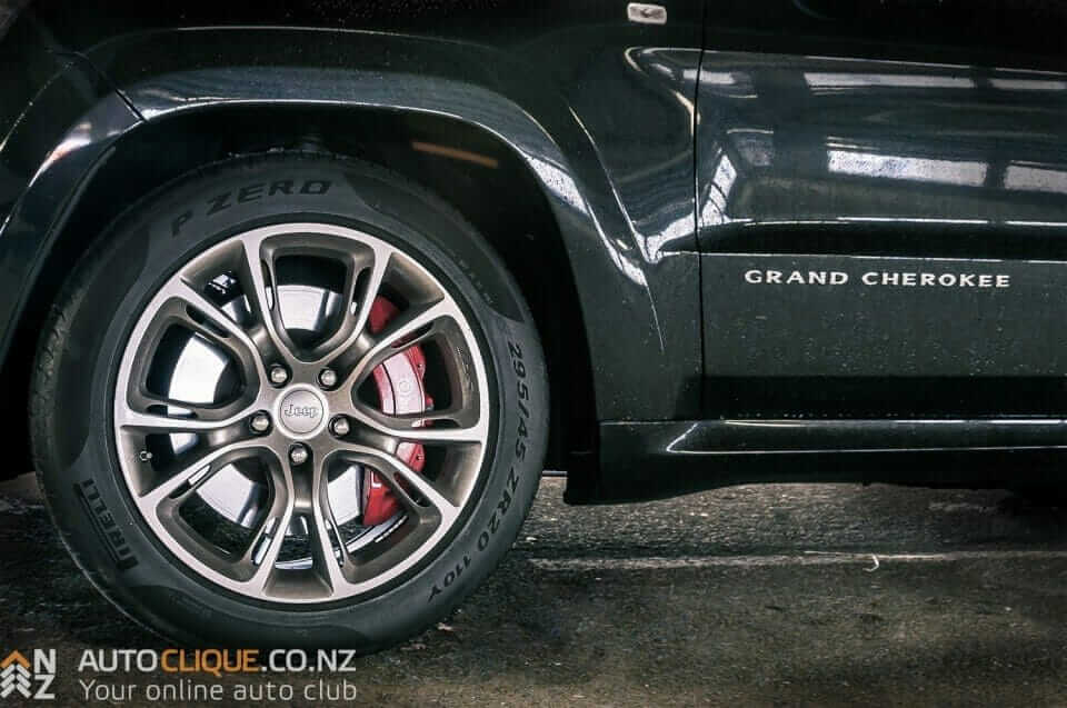 Jeep_Grand_Cherokee_SRT8-6