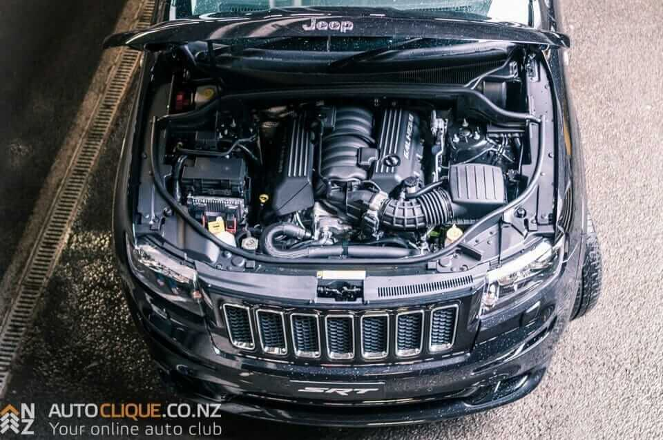 Jeep_Grand_Cherokee_SRT8-9