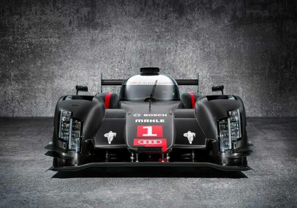Audi-R18_e-tron_quattro_LMP1_Racecar_04