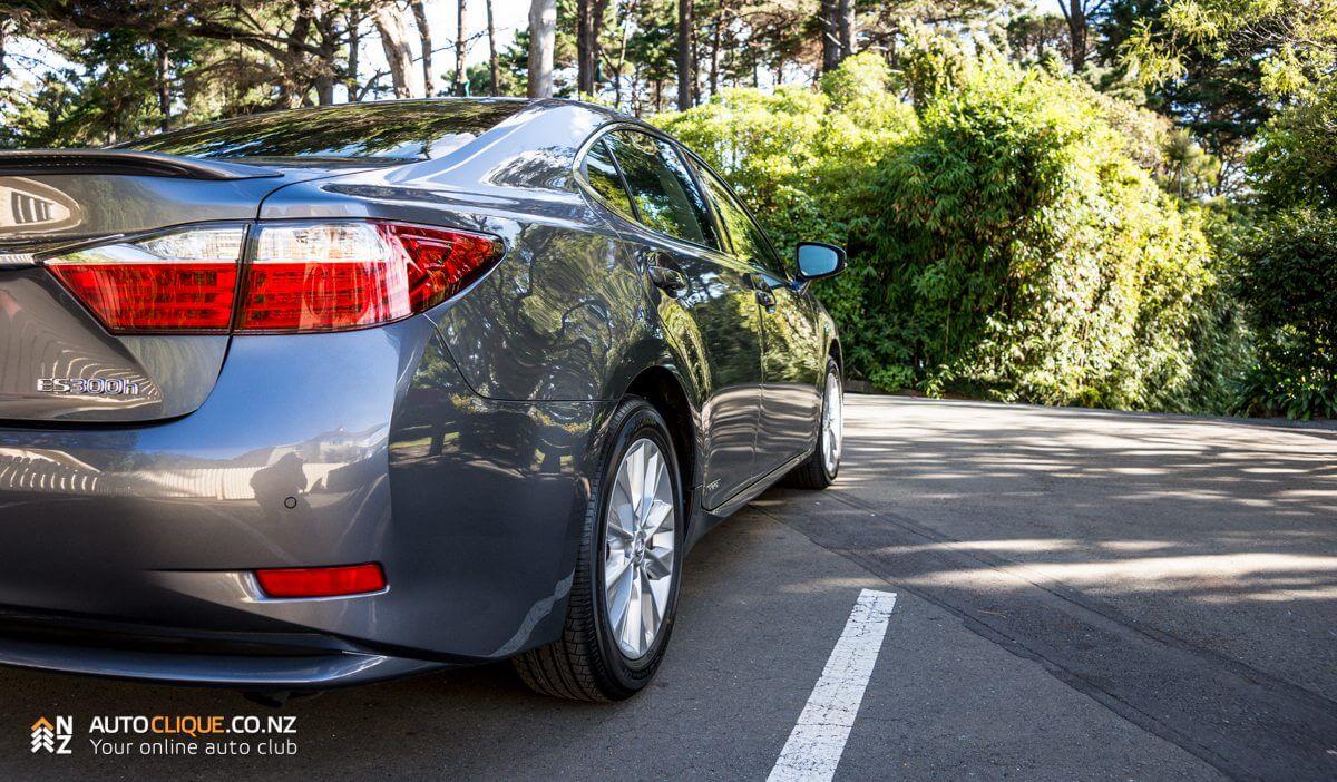 Lexus_ES300h-15