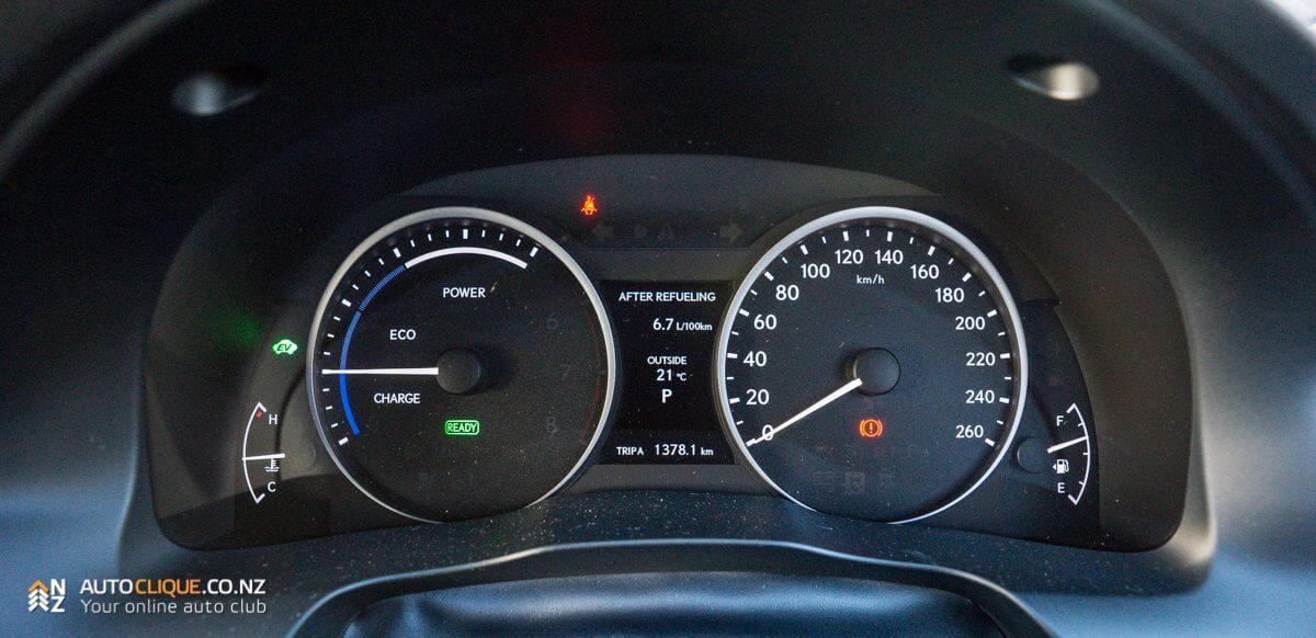 Lexus_ES300h-24