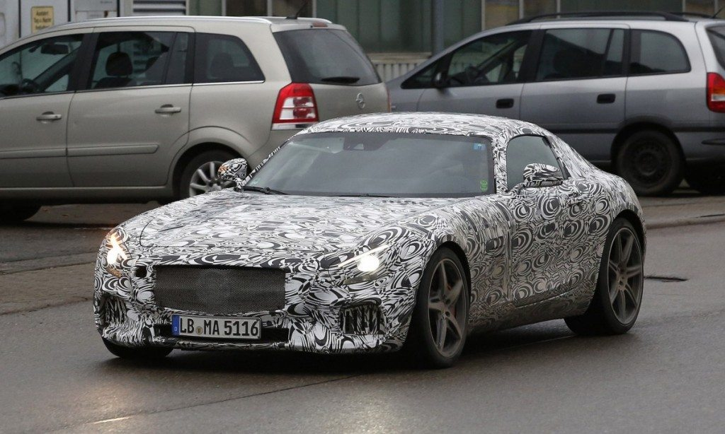 Mercedes-Benz-AMG-GT-spy-photo-front-quarter