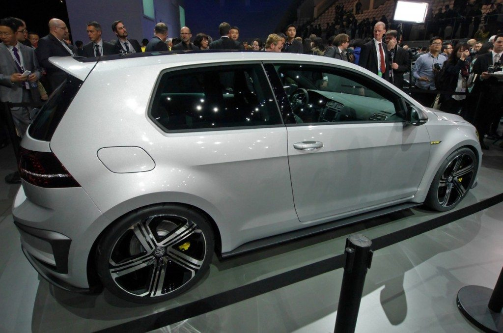 vw-golf-400-reveal-autocar3