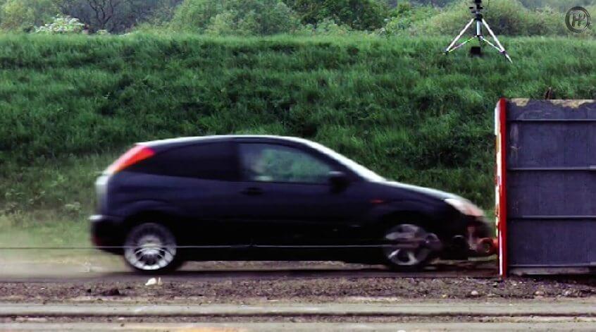 ford-focus-crash-120mph-193kmh-test_01