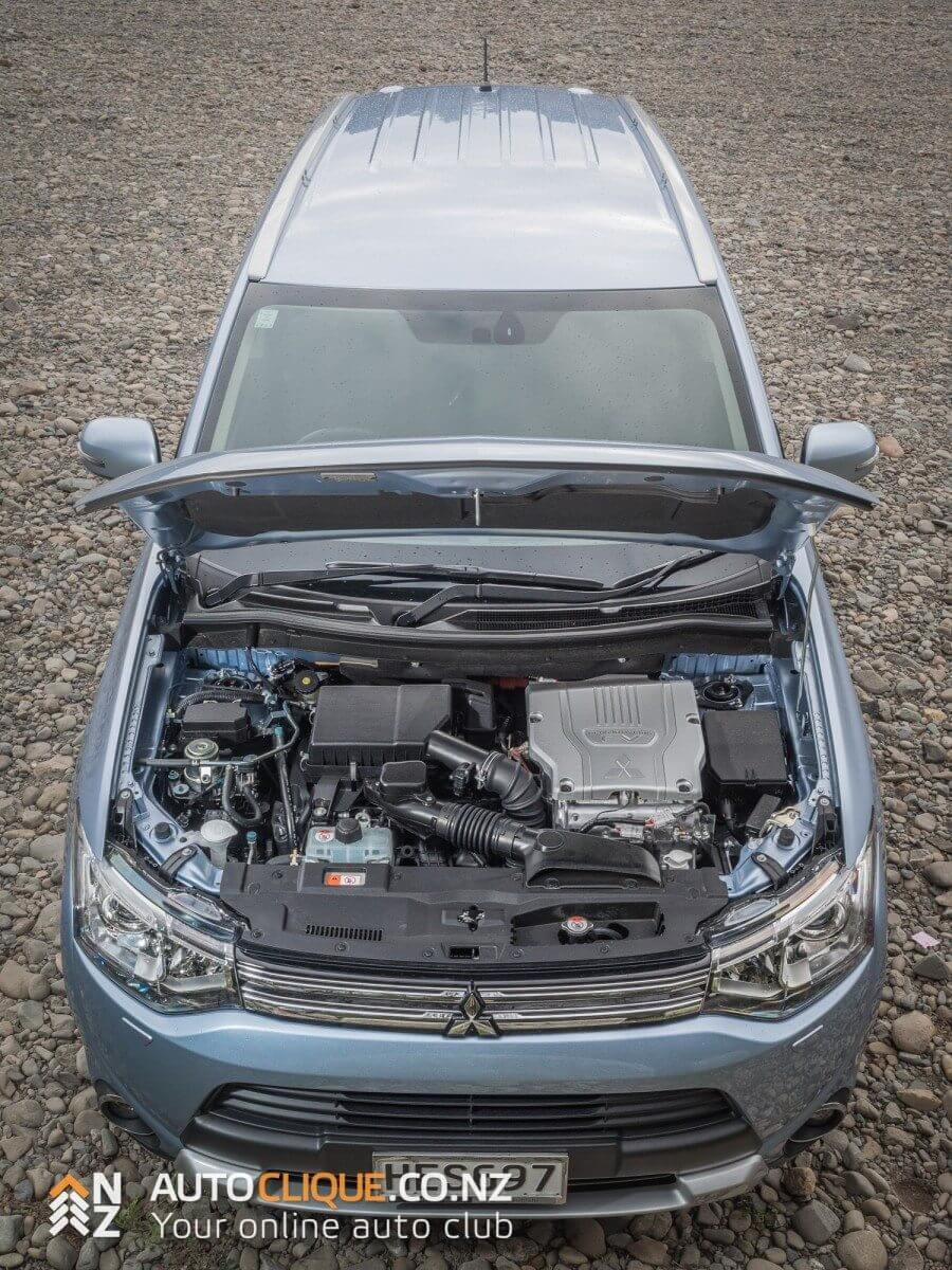 2014-mitusbishi-outlander-vrx-phev-hybrid-plugin-electric-suv-26