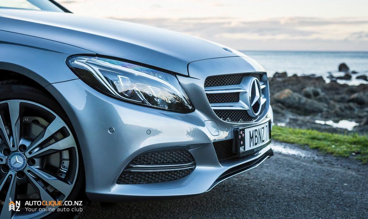 Mercedes-Benz-C200-2