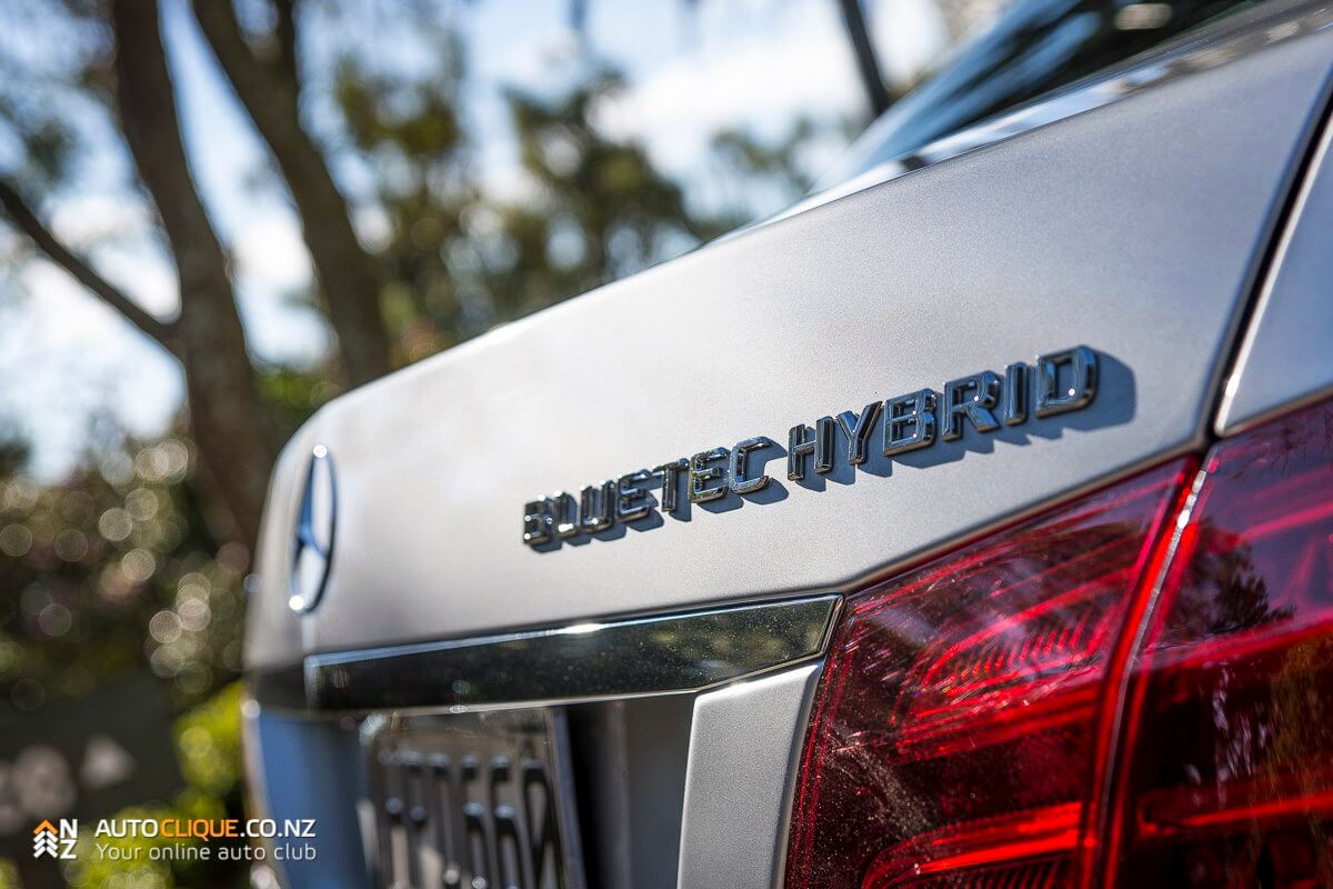 Mercedes-Benz-E300-BlueTEC-HYBRID-4