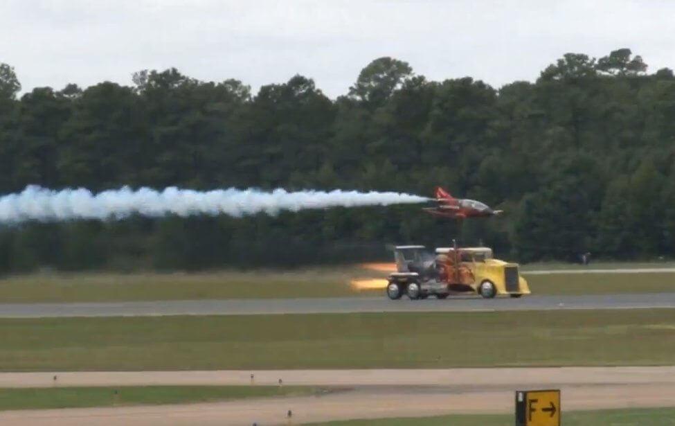 Shockwave-The-36000-Horsepower-Truck-Races-A-300mph-Jet-Plane