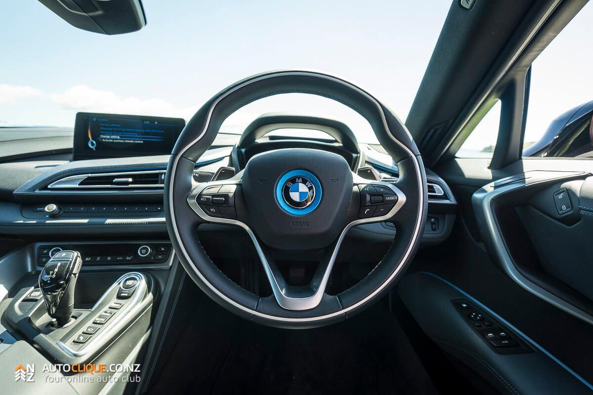 BMWi8-24