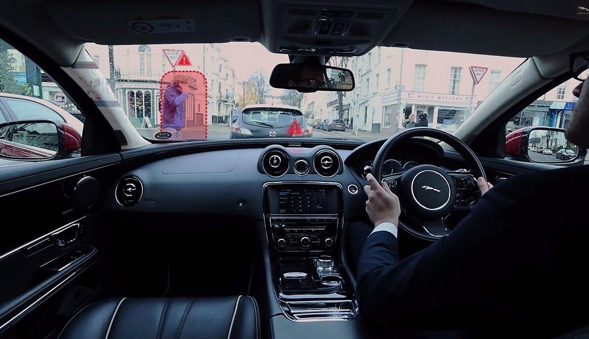 Jaguar-Land-Rover-introduces-the-360-Virtual-Urban-Windscreen