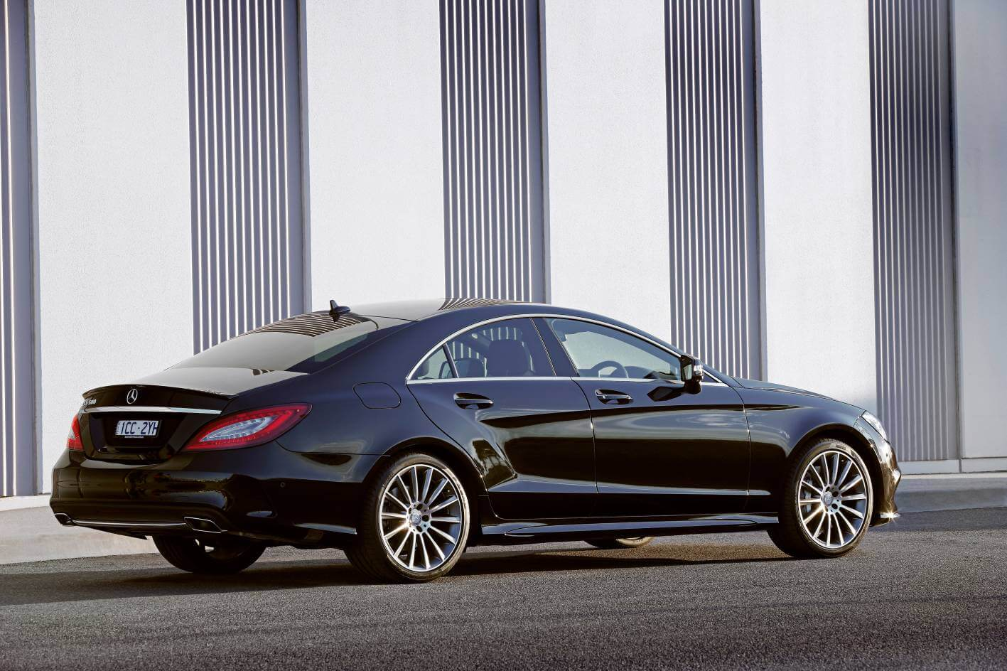 2015-Mercedes-Benz-CLS-500-Coupe- 02