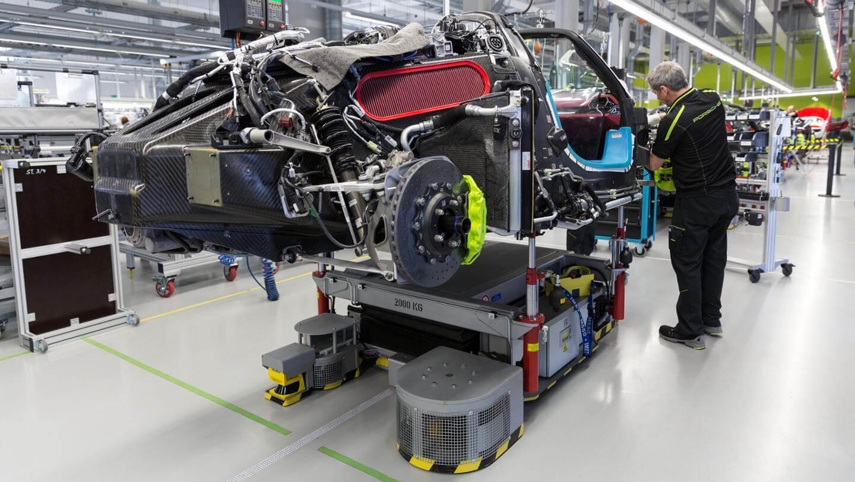 2015-Porsche-918-Spyder-Manufacturing