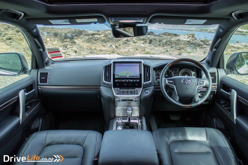 2016-toyota-landcruiser-200-drivelife-17
