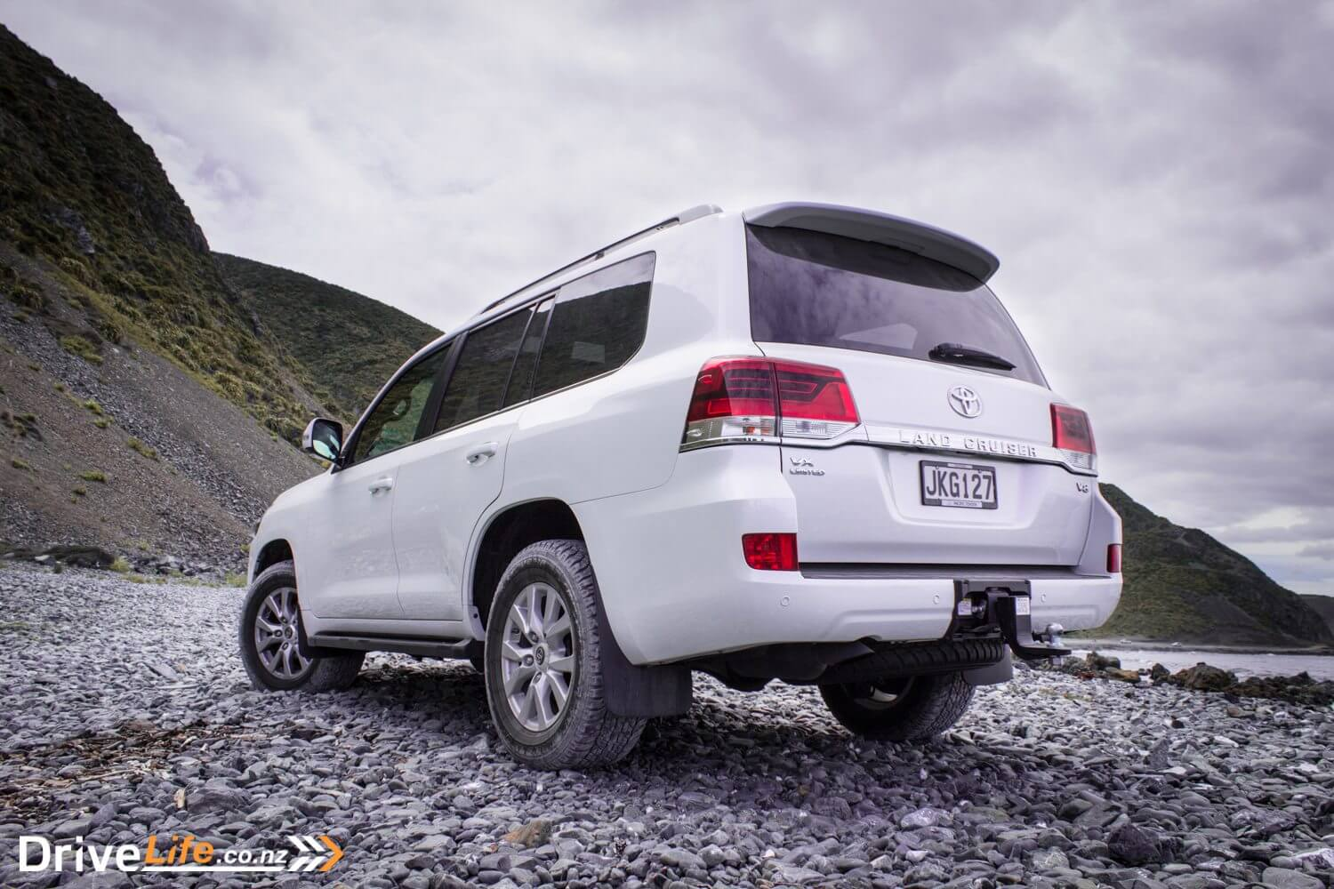 2016 Toyota Landcruiser 200 VX Limited – Car Review - DriveLife