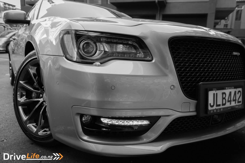 2016 chrysler 300 srt road tested car review aural symphony drivelife drivelife. Black Bedroom Furniture Sets. Home Design Ideas