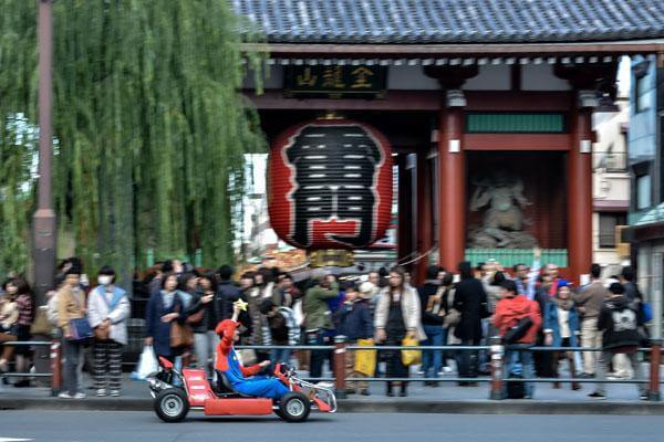 real-life-mario-kart-takes-over-the-streets-of-tokyo-10