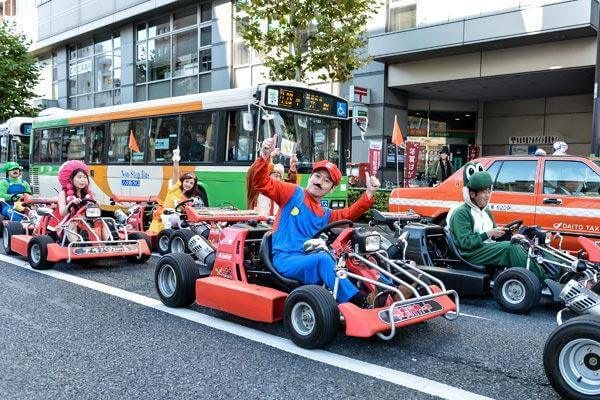 real-life-mario-kart-takes-over-the-streets-of-tokyo-9