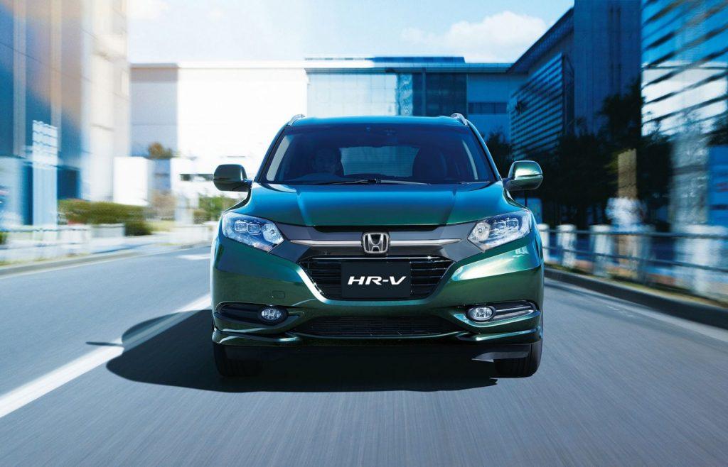 HR-V-AWD-Front-MistyGreen-CityDrive-Gallery