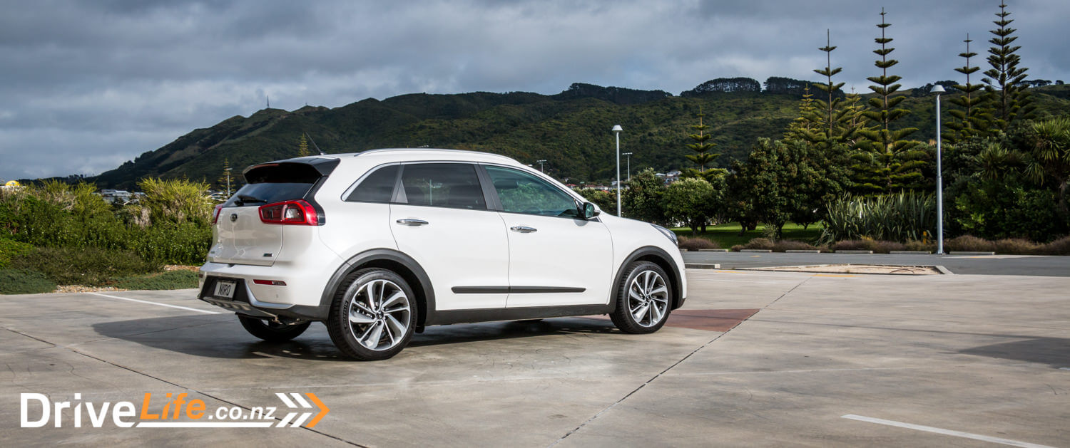 kia niro eco hybrid car review kia 39 s crossover to hybrid drivelife drivelife. Black Bedroom Furniture Sets. Home Design Ideas