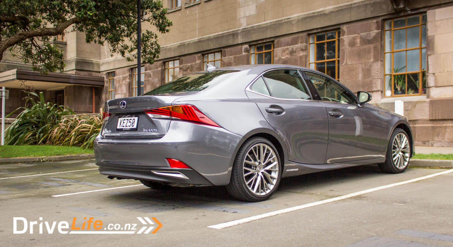 2017 Lexus IS300h Limited – Car Review – smooth, silent, not so