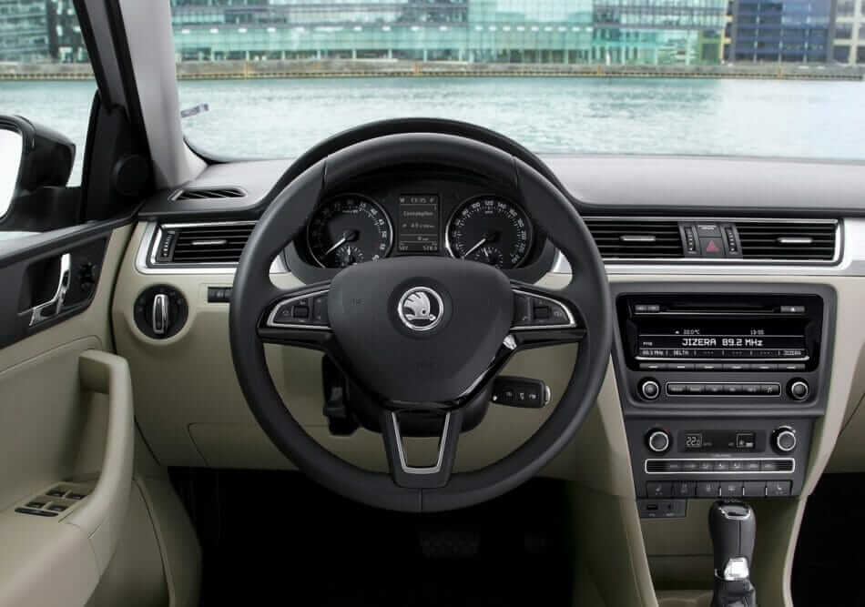 Skoda-Rapid_Spaceback_2014_06