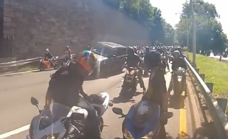 disturbing video – Bikers vs Range Rover
