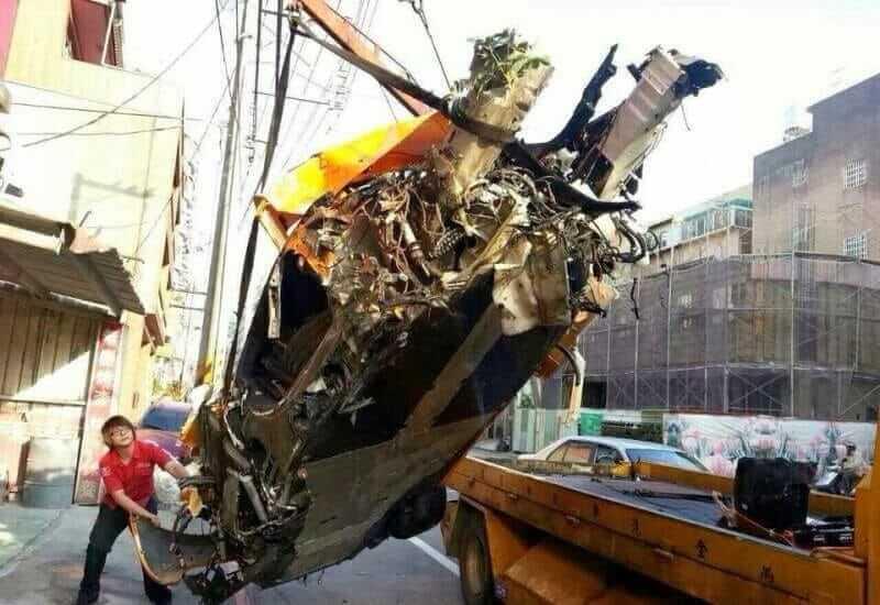 mclaren-mp4-12c-crash-03