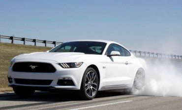 2015 Ford Mustang Line Lock Feature - Pretty Much Just Burnouts