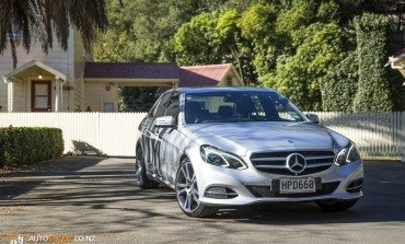 2014 Mercedes-Benz E 300 BlueTEC HYBRID - Car Review – How Hybrids Should Feel