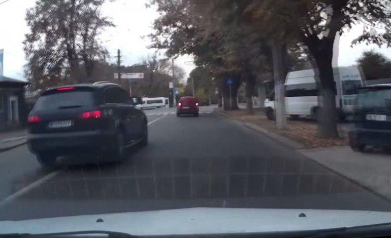 Karma Instantly Strikes Idiotic Audi Q7 Driver