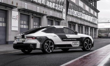 Audi RS7, 150+ Kph, No driver?