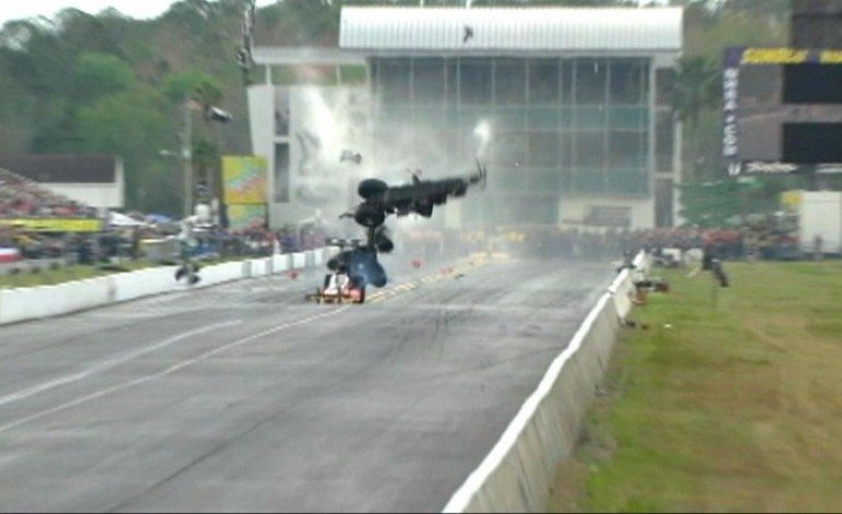 Top Fuel Dragster Suddenly Breaks Apart at 262 MPH