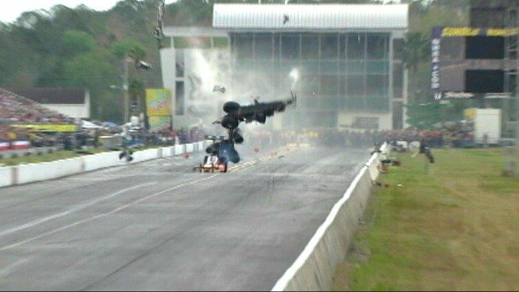 top-fuel-dragster-breaks-in-half-at-262mph