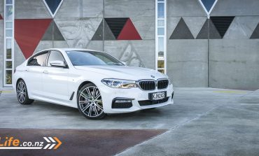 2017 BMW 540i - Car Review - High Tech With High Spec