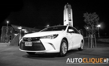 Toyota Camry Hybrid GL - Car Review - It's a nice day for a white Camry