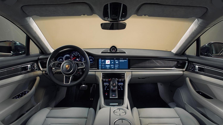 2017-Porsche-Panamera-Turbo-6